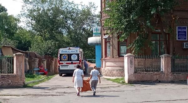 Медиков Славянска на два месяца оставили без зарплаты. Что там происходит и как решится вопрос