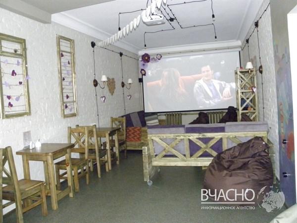 «Главное, не опускать руки!» - переселенка и местная мастерица открыли уникальную кофейню в Славянске