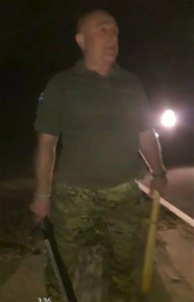 В Славянске местный активист решал словесный конфликт с помощью деревянной дубинки и мачете