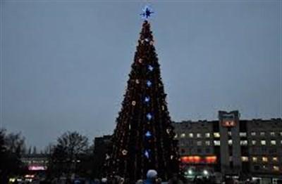 Завтра в Славянске откроют городскую елку. Но на новый год на Соборной площади гуляний не будет