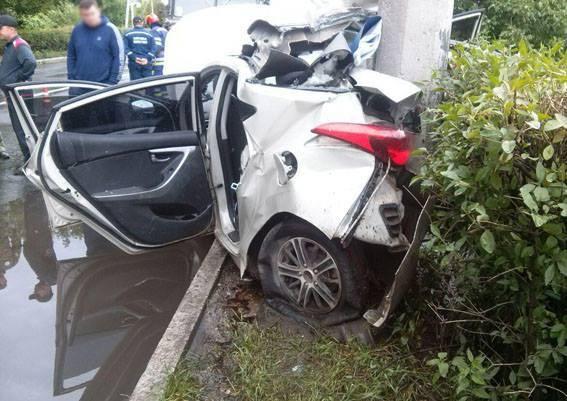На трассе Славянск-Краматорск беременная водитель врезалась в столб: есть погибшие