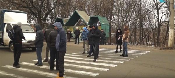 Перекрытие дороги в Славянске из-за отсутствия светофора: в часы пик на аварийном участке будет дежурить полиция