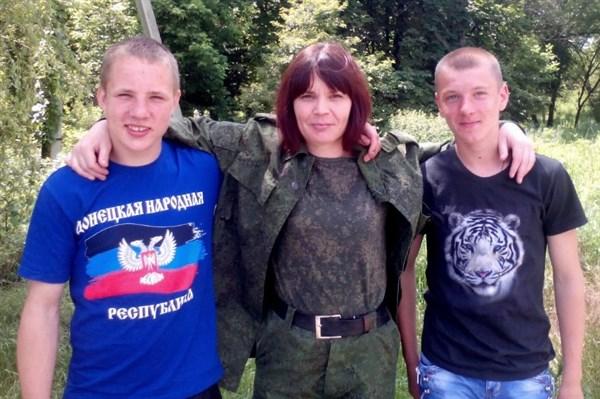"""Жизнь боевиков: одна живет в Горловке без ноги, но имеет медаль """"за взятие Славянска"""", другой - скрывался и задержан"""