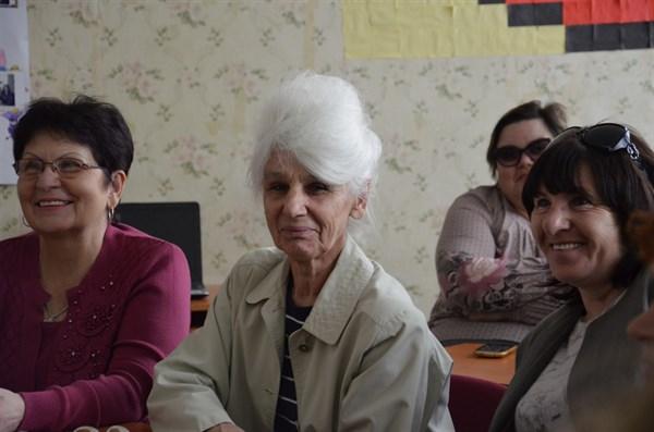 Учиться никогда не поздно: в Славянске пенсионеры с удовольствием решили научиться компьютерной грамотности