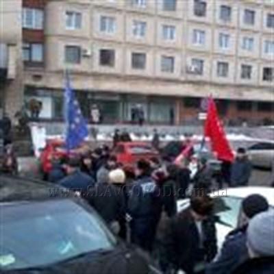 Автопробег в поддержку Евромайдана Славянск встретил без особого энтузиазма