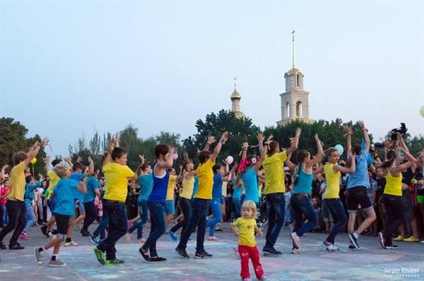 День Независимости Славянск отметит парадом вышиванок, концертом и лазерным шоу