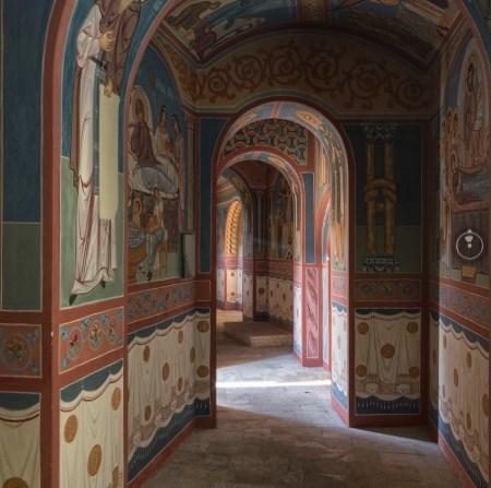 Эксклюзив от Орлика: опубликована видеопанорама росписи пещерного храма в Святогорске