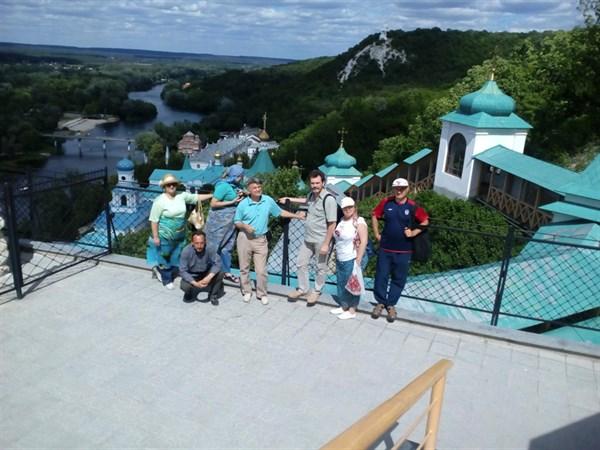 """Участники фундации пожилых людей """"Вік щастя"""" посетили Святогорск и были очарованы (ФОТО)"""