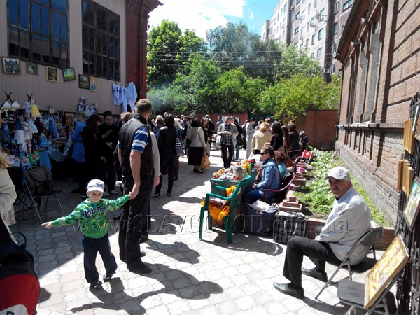Ярмарка изделий HAND MADE, мастер-классы и многое другое: в Славянске открылась платформа инициатив «Теплица»