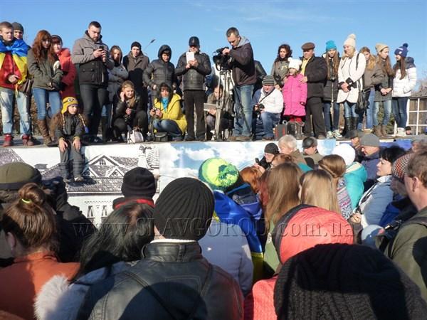 Жителям Славянска полтора часа музыки подарил Piano Extremist с Майдана
