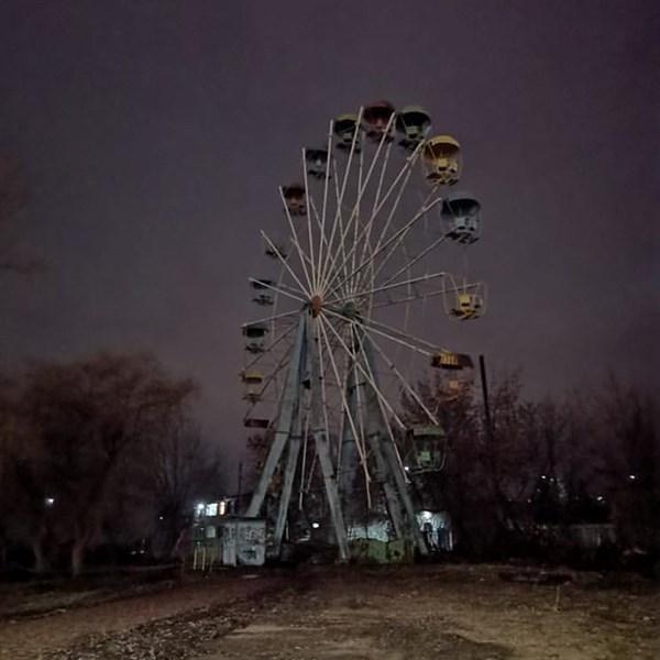 В парке Шелковичном нужно быть осторожным. Под ногами опасность