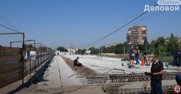 Мост через Казенный Торец в Славянске забетонировали наполовину