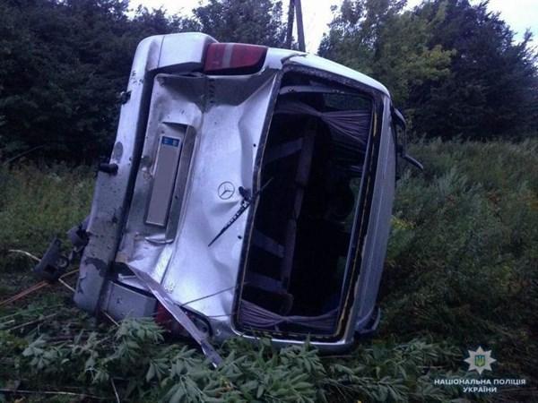 ДТП с участием двух микроавтобусов Mercedes под Славянском: Sprinter врезался в Vita, 6 пострадавших