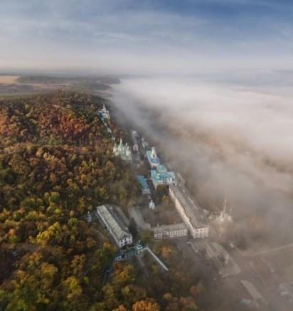 Чарующий туманный город: фотограф Сергей Орлик вновь удивил панорамой Святогорска