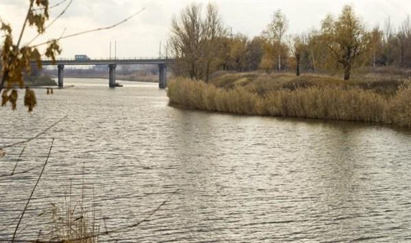 Что происходит с Казенным Торцом: жители города просят расследовать случаи загрязнения реки (ВИДЕО)