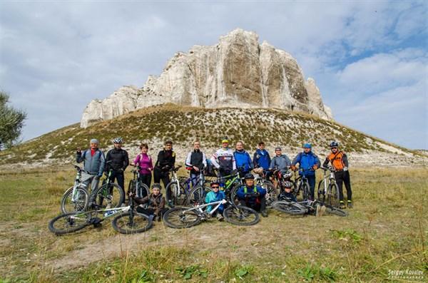 Кузя, меловые скалы и гнезда стрижей: Славянский велоклуб взял еще одну высоту
