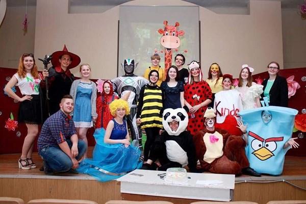 У Слов'янську студенти покажуть інтерактивну казку під назвою «Шалена бджілка» (анонс)