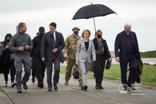 На Донетчину прибыли Разумков и иностранные гости
