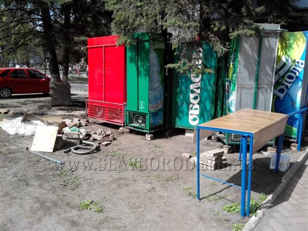 Благоустроили: в центре Славянска  появился новый «летничек» (фотофакт)