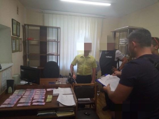 Стали известны данные секретаря Славянского горрайонного суда, задержанного на взятке