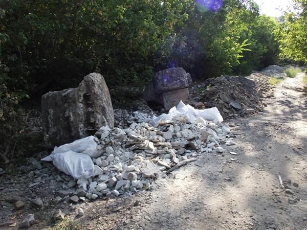 В Славянске разрастается строительная свалка