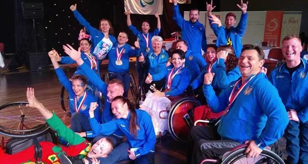 Танцоры из Славянска завоевали золото, серебро и бронзу на чемпионате Европы по спортивным танцам на колясках