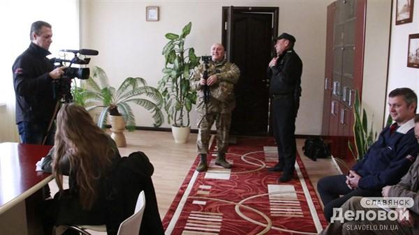 Активист из Славянска пытался на пресс-конференции провоцировать мэра города