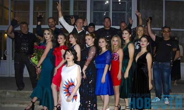 В Славянске байкеров пригласили на выпускной вечер в школу: смотрим, что из этого получилось