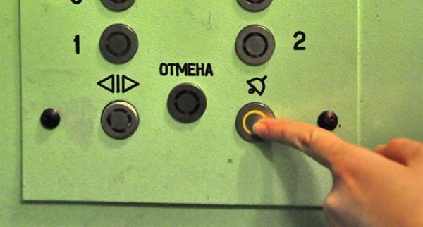 В Славянске в застрявшем лифте у женщины случился присуп клаустрофобии
