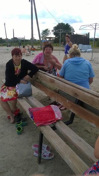 На замечание убрать за собой мусор на озере Рапное в Славянске, женщины крутили дули и ругались матом (НЕЦЕНЗУРНАЯ БРАНЬ)