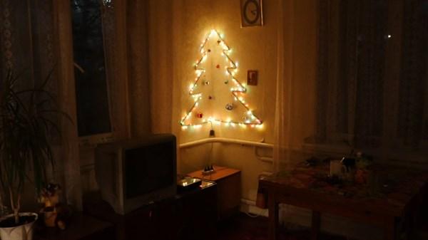 9 новогодних домашних и офисных елочек, фотографиями которых славянцы делятся в соцсетях