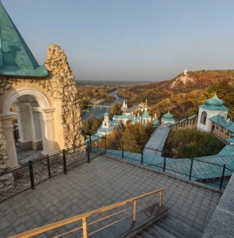 Фотограф Сергей Орлик опубликовал панораму Святогорска, созданную с территории Никольского храма