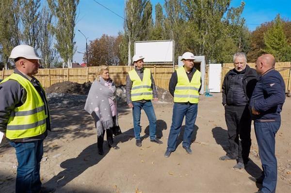 Ревизор Жебривский посмотрел, как идет ремонт опорной школы в Славянске и заявил, что «опять возникают вопросы к системе ProZorro»