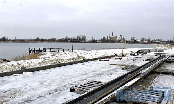 В Славянске фирма-переселенец за 17 миллионов реконструирует пляж на озере Вейсовое