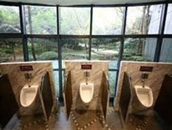 Нужен ли Славянску туалет за 1,5 миллиона гривен? Местный житель предлагает купить биотуалетов и отремонтировать детский сад