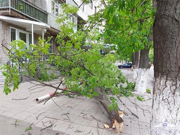 Природная стихия принесла Славянску немало проблем