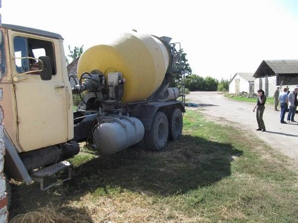 В селе Прелестное грузовик самостоятельно тронулся с места и переехал водителя