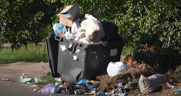 Дефицит баков: улицы Славянска рискуют превратиться в свалки