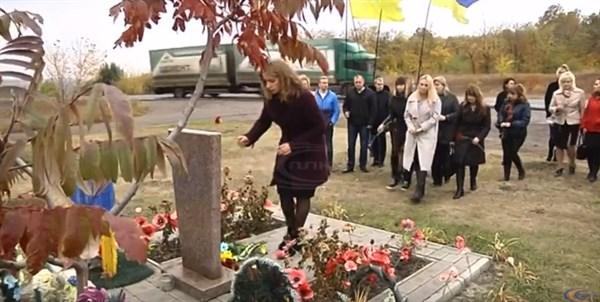 Жители Славянска почтили память украинских военнослужащих и горловского депутата Владимира Рыбака