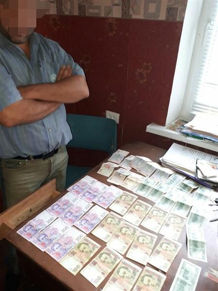 В Славянске задержали взяточника, который требовал 8 тысяч гривен за выдачу водительского удостоверения