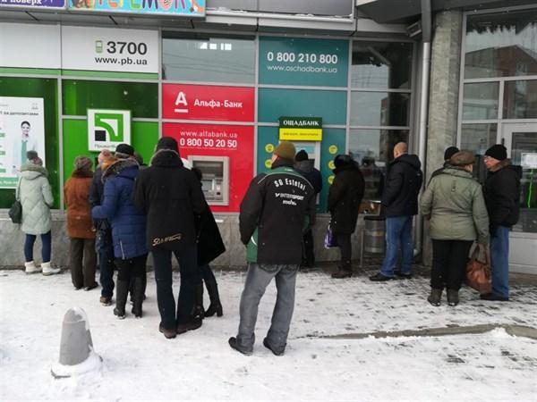 В Славянске возле банкоматов образовываются очереди (ФОТОФАКТ)
