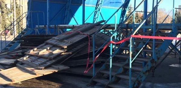 В Славянске взялись за ремонт городской сцены