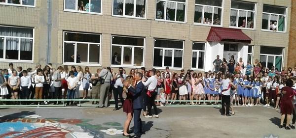Последний звонок: как в Славянске и Лимане прощались со школой (ВИДЕО)