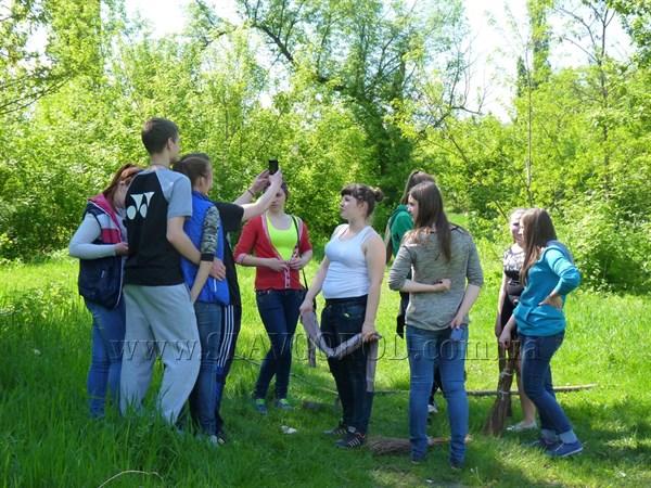 Славянцы присоединились к всеукраинской акции «Сделаем Украину чистой» и убрали территорию рядом с Михайловским озером