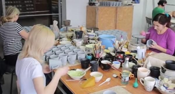 Взял на работу 140 керамистов, продает товар в США, помогает школам: как предприниматель из Славянска развивает бизнес