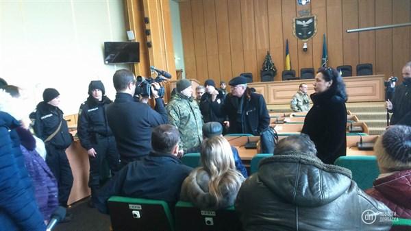 Послепраздничная «аппаратка» в Славянске началась с банки, обвинений и вызова полиции (впрочем, это уже традиционный формат)