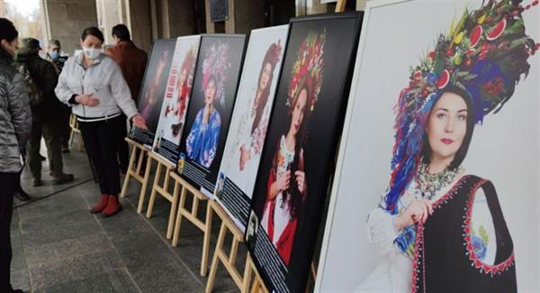 В Славянске прошла уникальная выставка о матерях