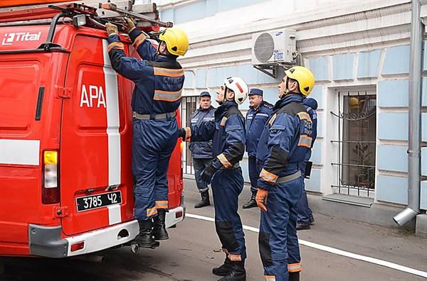 Ночью спасатели вынесли во время пожара мужчину – владельца квартиры на улице Свободы