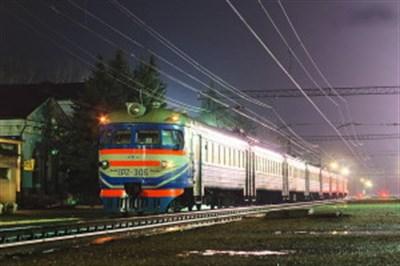«Укрзалізниця» сняла с маршрута два поезда, которые следовали через Изюм
