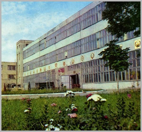 Что известно о карандашной фабрике в Славянске, на территории которой загорелись склады с машинным маслом